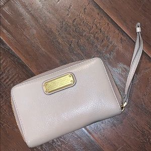Marc by Marc Jacobs wristlet taupe grey